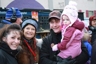 Sen. Murkowski with the Carroll Family take in some fun at the Iditarod.