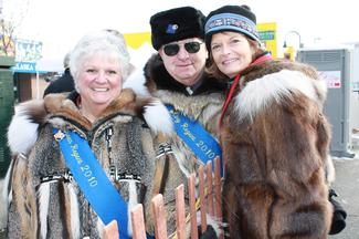 Sen. Murkowski visits with Chuck and Corkey Dickson - the King and Queen Regent for the 2010 Fur Rondy - as they take in the Iditarod.